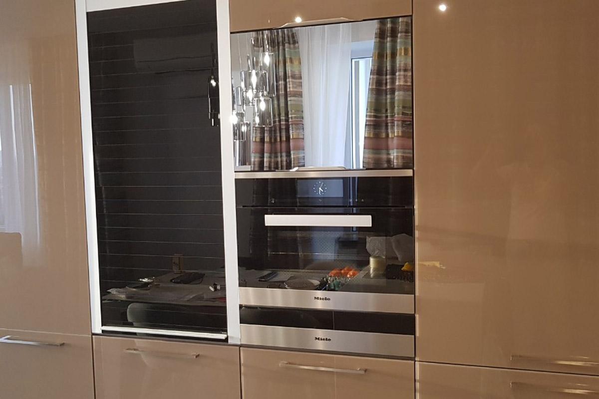зеркальный телевизор для кухни AVEL AVS220K